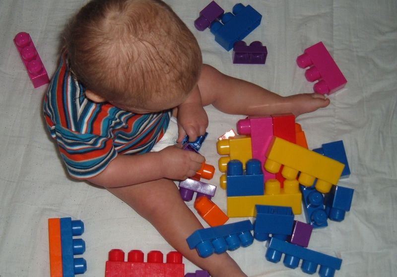 800px-Big_lego_blocks