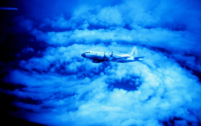 plane flying in eye of hurricane