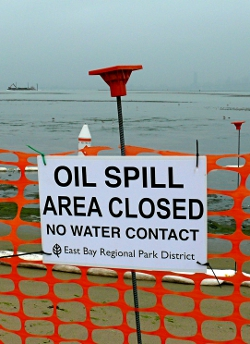 San Francisco Oil Spill - Closed Beaches by Ingrid Taylar (Flickr Commons)