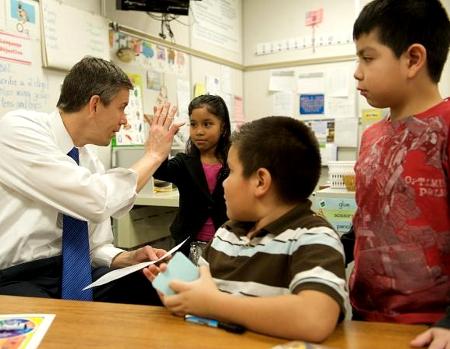 Arne Duncan in Classroom